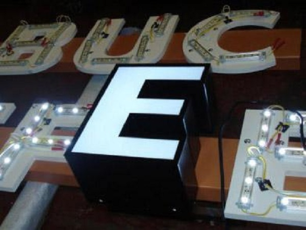 Làm bảng hiệu đèn led giá rẻ tại quận Bình Tân tphcm