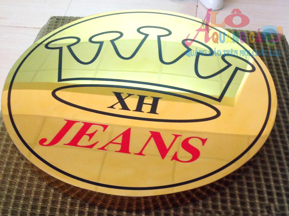 Logo inox ăn mòn uốn chân nổi theo tỉ lệ sơn đĩnh điện đen đỏ