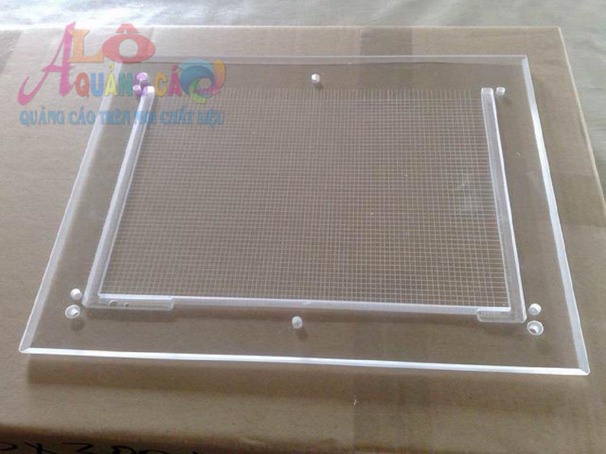 Tấm mica dẫn sáng được dùng trong hộp đèn led siêu mỏng