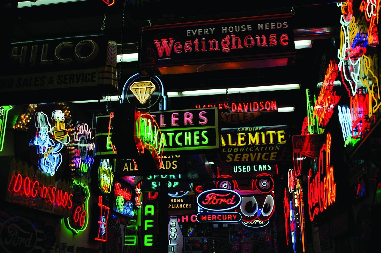 Thiết kế thi công làm bảng biển đèn Neon Sign tại Hà Nội