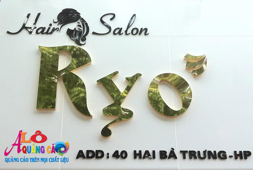 Salon Ryo với màu trắng tinh tế và tinh khôi