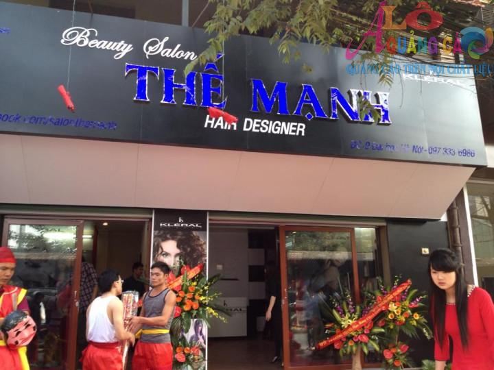 Thế Mạnh Salon với thiết kế đen xanh dương thể hiện sự mạnh mẽ chuyên nghiệp