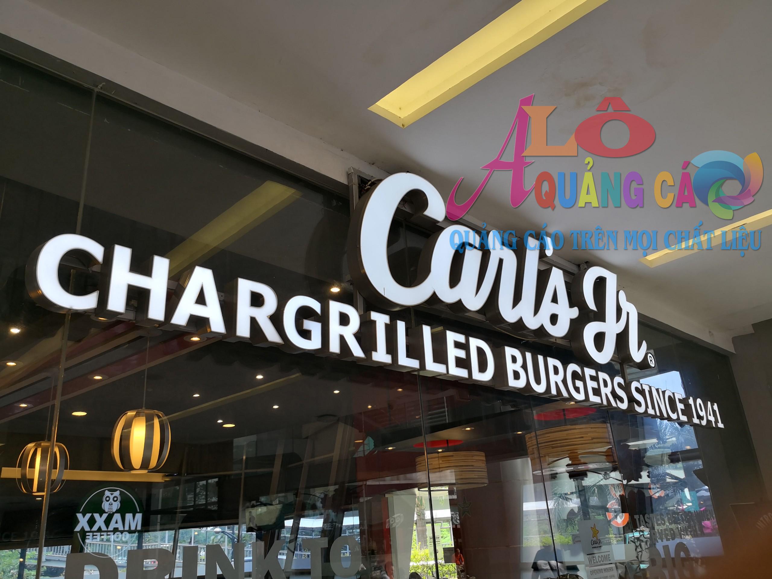 Carls đơn giản với chữ nổi mica led sáng mặt chữ không sáng chân