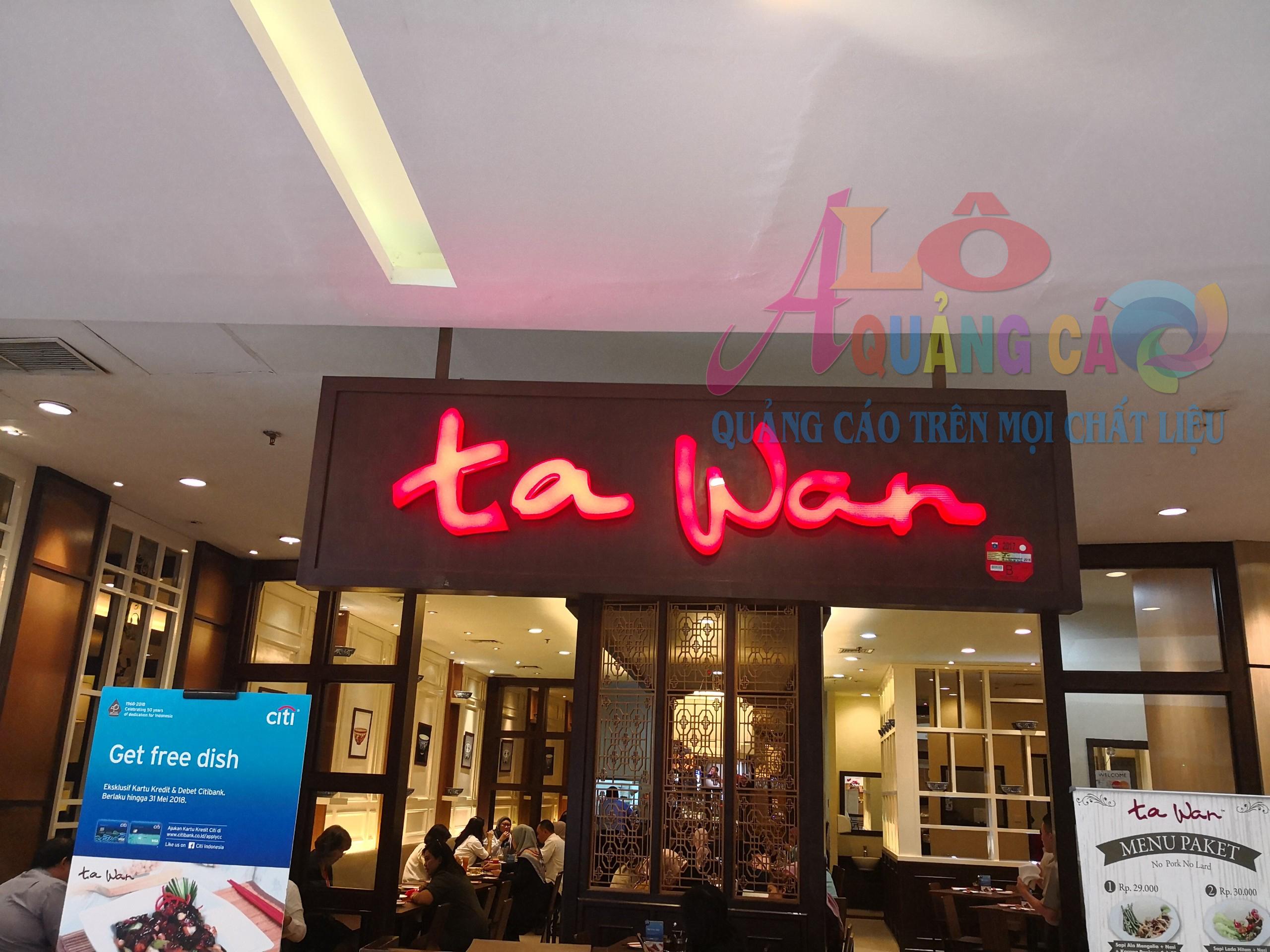 Tawa sang trọng với chữ nổi mica led sáng mặt chữ và chân chữ