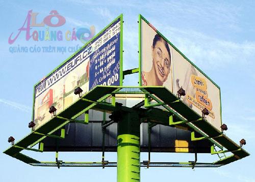 Pano quảng cáo tam giác