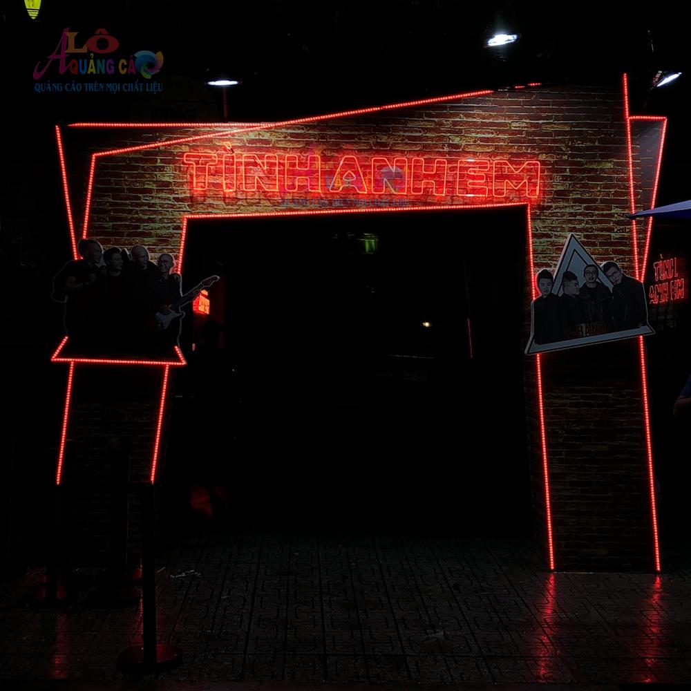 Thi công neon sign Tình Anh Em công ty Gamma Phú Nhuận