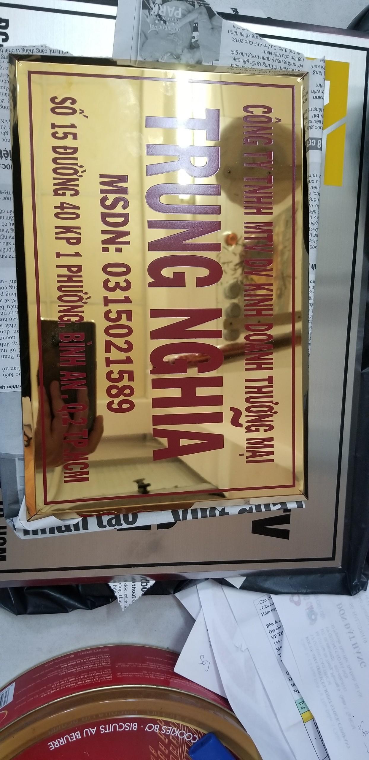 Thi công bảng hiệu inox ăn mòn giá hợp lý tại Quận 2