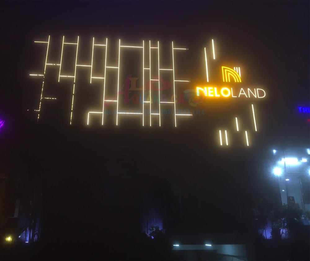 Logo mica chữ nổi mica led chân viền inox tại Nelo Land Q7
