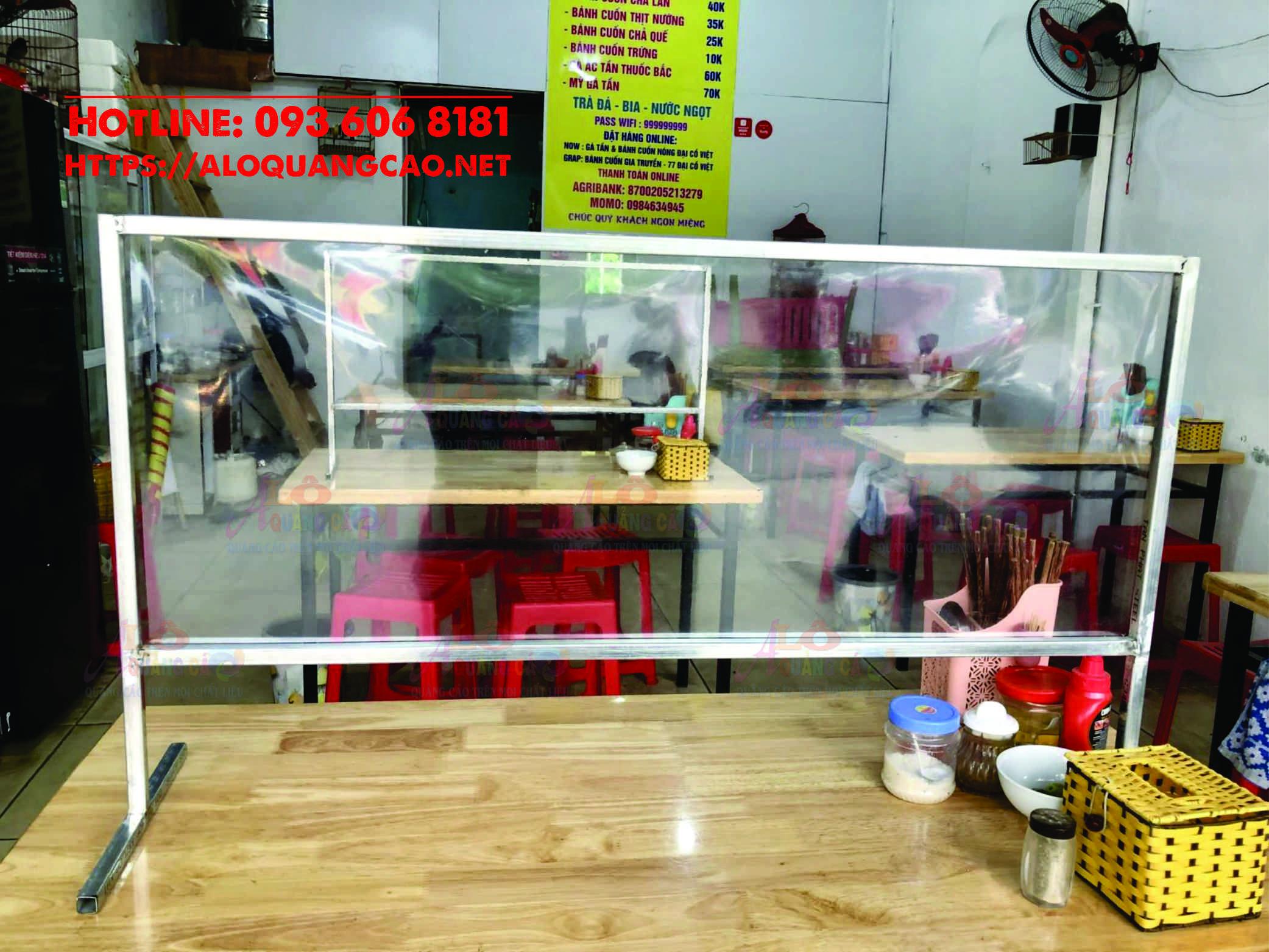 Vách ngăn mica trong chống dịch quán ăn tại Quận 1